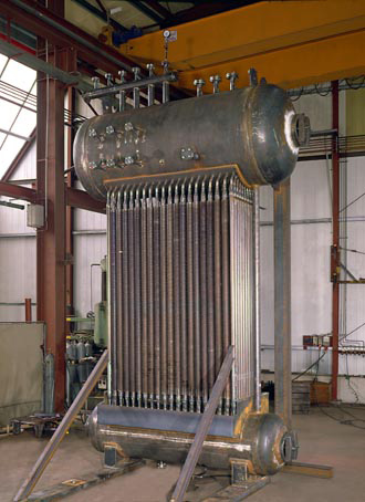 Finned tube boiler with upper and lower drum